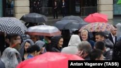 Эвакуация посетителей ТЦ «Галерея» в Санкт-Петербурге из-за анонимных звонков о минировании, 14 сентября 2017 года