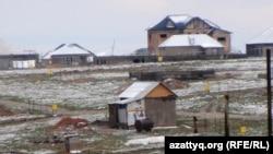 Частные жилые дома на территории, прилегающей к строительству административно-делового центра. Шымкент, 7 апреля 2014 года.