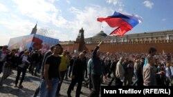 Профсоюзный первомайский марш на Красной площади Москвы
