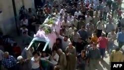 Погреб на убиен антивладин демонстрант во Хама.