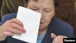 Slovenija -- glasanje na referndumu u Novoj Gorici, 06 jun 2010