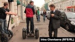 У Росії хлопці у такий спосіб рекламуть здоровий спосіб життя, закликаючи кинути сигарети