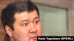 Алмаз Игиликов, подсудимый по делу об убийстве кыргызского журналиста Геннадия Павлюка, на суде. Алматы, 11 июля 2011 года.