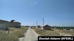 Село Максат Баткенской области близ границы с Таджикистаном, где 16 сентября произошла перестрелка между пограничниками двух стран.