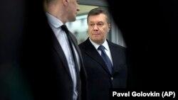 Адвокати Віктора Януковича не впускали наданого державою захисника на засідання суду
