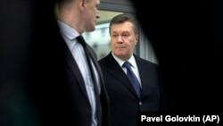 Viktor Ianukovici (dreapta), la o conferință de presă la Moscova, 2 martie 2018