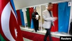 Ադրբեջան - Նախագահական ընտրությունների քվեարկությունը Բաքվի ընտրատեղամասերից մեկում, 9-ը հոկտեմբերի, 2013թ․