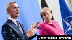 Secretarul general al NATO, Jens Stoltenberg, și cancelara germană Angela Merkel