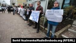 Пикет против отмены российских санкций Евросоюзом в Киеве рядом с посольством Германии в апреле 2019 года