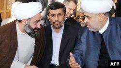 İranlı ayətullahlar bu fonda ancaq çağırılmamış qonaqlar təsiri bağışlayırlar