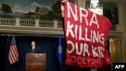 Часть американцев считает ответственной за подобные инциденты в школах Национальную стрелковую ассоциацию (архивный снимок)