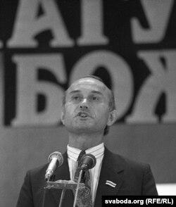 Зянон Пазьняк выступае на фэстывалі «Магутны Божа»
