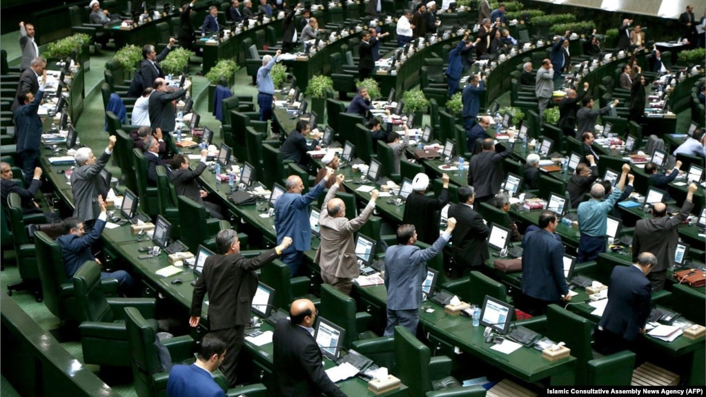 در دورههای دهگانه مجلس ایران، محمد عزیزی و فریدون احمدی تنها نمایندگانی نیستند که در ارتباط با پروندههای فساد اقتصادی بازداشت شدهاند.