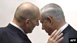 اهود اولمرت (چپ) از منتقدان اصلی نحوه برخورد بنیامین نتانیاهو درباره برنامه هستهای ایران است.