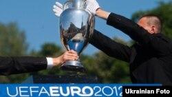 Футболдан Еуропа чемпионатының кубогі. Киев, 11 мамыр 2012 жыл.