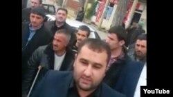 Kürdəmir rayon məhkəməsinin qarşısında piketdən görüntü