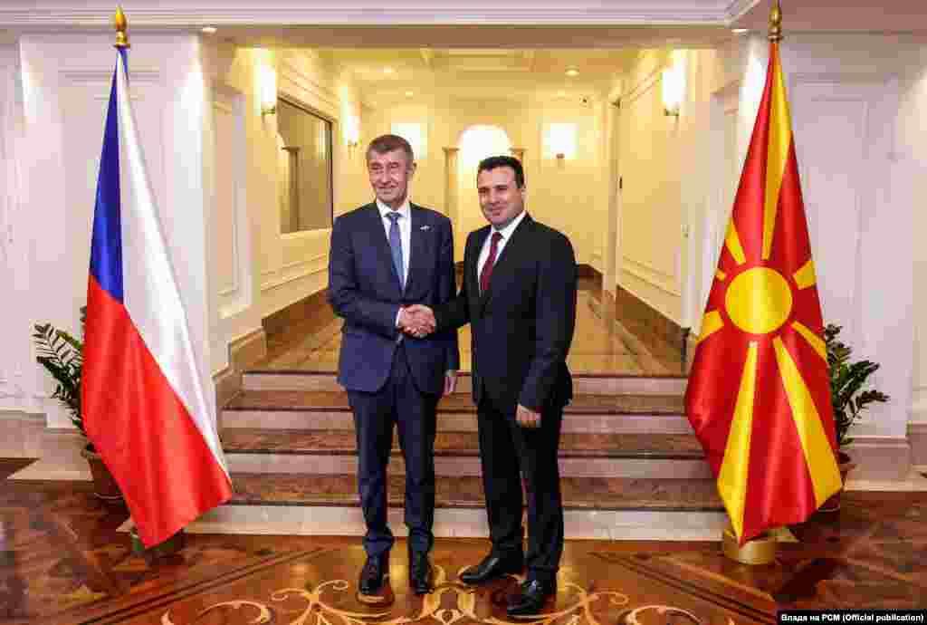 МАКЕДОНИЈА - Република Чешка ја поддржува Северна Македонија и ќе направиме сѐ за што побргу да ги почнете преговорите за членство во ЕУ и да станете полноправен член на НАТО, изјави чешкиот премиер Андреј Бабиш, по средбата со премиерот Зоран Заев во Скопје.
