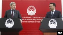 Еврокомесарот Јоханес Хан и премиерот Зоран Заев