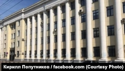 The homophobic slur written on the Interior Ministry building in the city of Yaroslavl has since been painted over.