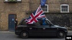 Британиянын Евробиримдиктен чыгышын жактагандар референдумдун жыйынтыгын кубатташууда. Лондон, 24-июнь, 2016-жыл.