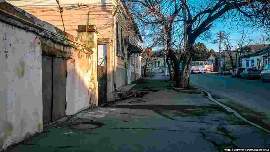 Многие здания на улице Ленина находятся в неопрятном виде