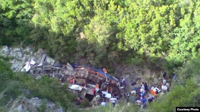 Aksidenti në Shqipëri, 13 të vdekur, 25 të lënduar