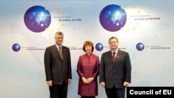 Премиерите на Косово и на Србија, Хашим Тачи и Ивица Дачиќ со шефицата за надворешни работи на ЕУ Кетрин Ештон во Брисел.