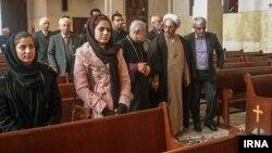 دیدار علی یونسی با اسقف اعظم ارامنه در کلیسا