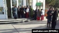 Очередь в банк, Туркменистан