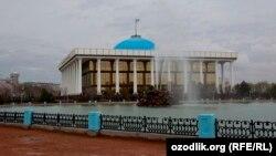 Өзбекстан парламентінің ғимараты. Ташкент, 21 наурыз 2013 жыл