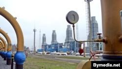 «Газпром» де-факто контролируют львиную долю сырья в стране и владеет средствами поставки топлива потребителю