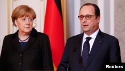 Канцлер Німеччини Анґела Меркель і президент Франції Франсуа Олланд піля завершення зустрічі в Мінську, 12 лютого 2015 року