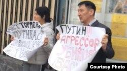 Nurlan Karymshakov and Gulzana Imaeva protesting in Bishkek last week.