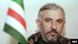 Президент Чечни Аслан Масхадов на пресс-конференции. Грозный, 3 октября 1999 года.