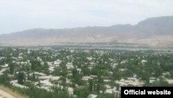 Панҷакент дар марз бо Узбакистон ҷойгир аст