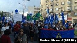 """Šetnja za Vojvodinu kao podsetnik na """"jogurt revoluciju"""", Novi Sad, 2015."""