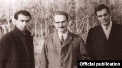 شمیم بهار (سمت چپ) در کنار ناصر وثوقی (مدیر مسئول اندیشه و هنر- نفر وسط) و آیدین آغداشلو، سال ۱۳۴۶