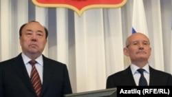 Мортаза Рәхимов (с) һәм Рөстәм Хәмитов (у)