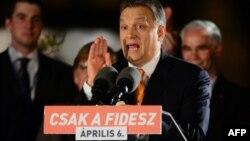 Виктор Орбан - на митинге в Будапеште 6 апреля 2014 г.