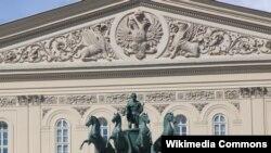 Frontispiciul Bolshoi Teatr cu statuia lui Peter Clodt