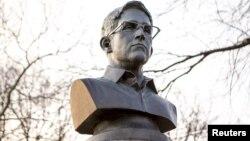 Бюст Эдварда Сноудена в Нью-Йорке