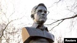 Форт-Грин паркында Сноуден сыны
