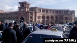 Armenia - Taxi drivers protest against new taxes in Republic Square, Yerevan, 2 March 2015.