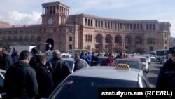 Տաքսու վարորդների ցույց Հանրապետության հրապարակում, արխիվ