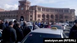 Տաքսու անհատ վարորդները փակել են Հանրապետության հրապարակ, Երևան, 2-ը մարտի, 2015թ․