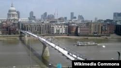 Лондондағы Миллениум көпірі. Википедия, 2007 жыл