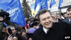 Viktor Yanukoviç Ukraynanın Luqansk şəhərində seçki kampaniyasında iştirak edir. 3 fevral 2010
