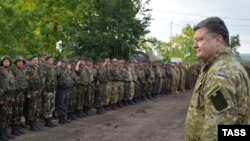 Poroshenko addressing Ukrainian soldiers on July 8.