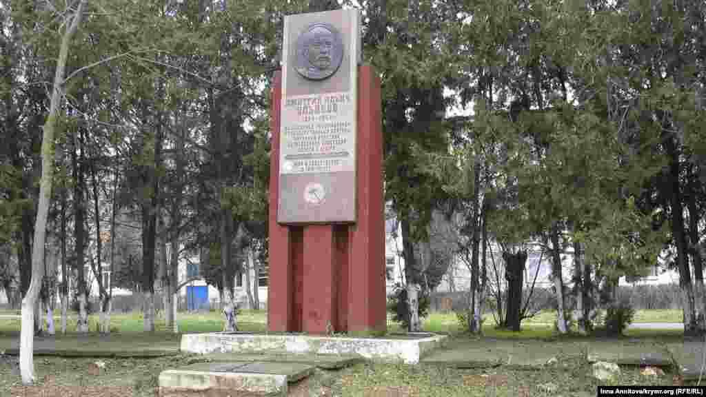 Памятники советского периода, расположенные не в центре города, не могут похвастаться свежей реставрацией
