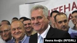 Томислав Николич жақтастарымен бірге жеңісін атап өтіп жатыр. Белград, 20 мамыр 2012 жыл.